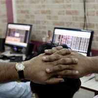 Choppy Sensex closes lower; heavyweights drag, IT shines