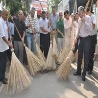 PM launches Swachh Bharat campaign